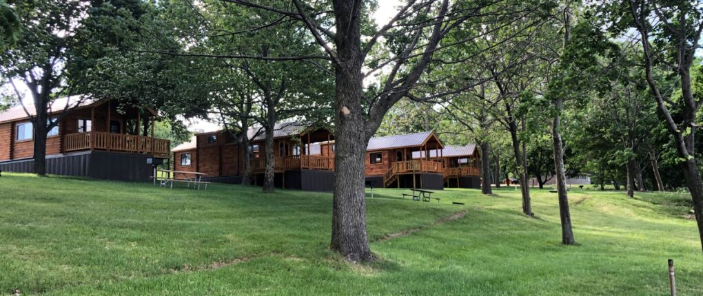 Samsen Cabins lined up
