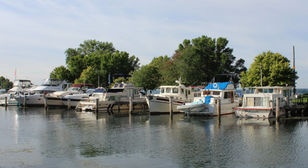 samsen-seneca-lake-marina-cruisers-docked